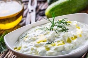 Kumarična solata s kislo smetano – recept