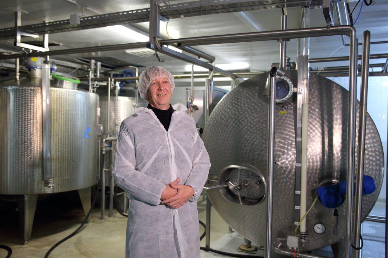 Kdo in kako kontrolira mleko in mlečne izdelke z znakom »izbrana kakovost – Slovenija«